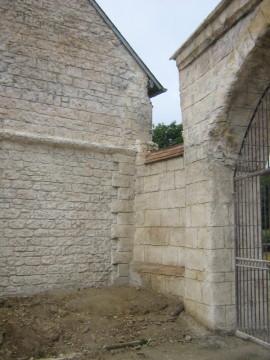 ravalement, taille à la main, imitation brique, Ravalement mur.