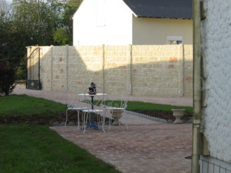 Mur en béton imitation pierres